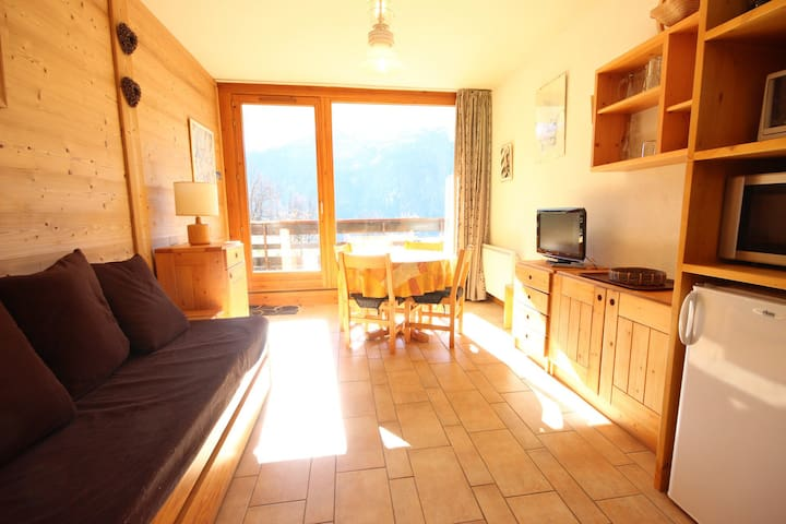 Studio for 4 persons in plan Peisey close to shops and pistes