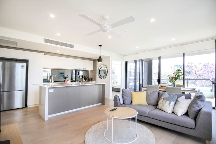 South Brisbane 2B2B Riverside City Apartment