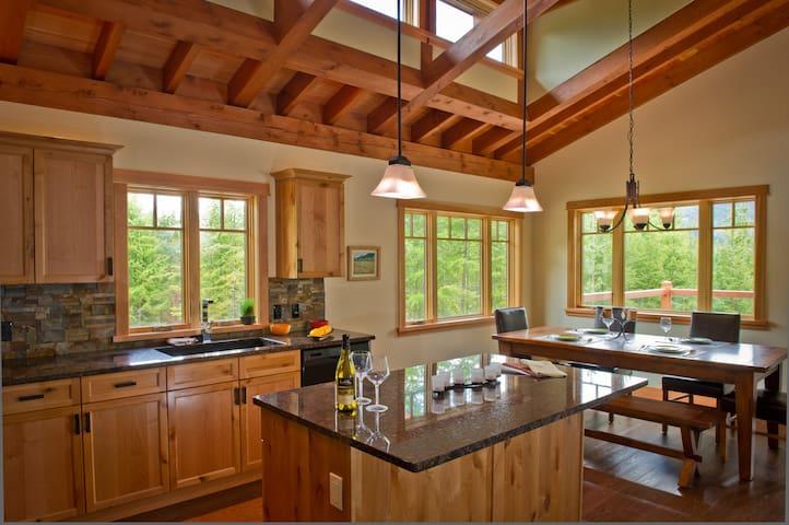Luxury Timberframe Vacation Home - Kaslo - Hus
