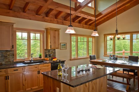 Luxury Timberframe Vacation Home - Kaslo