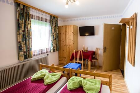 Haus Johanna - Doppelzimmer (inkl. Badezimmer)