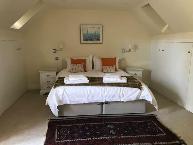 Super king/twin bedroom 2