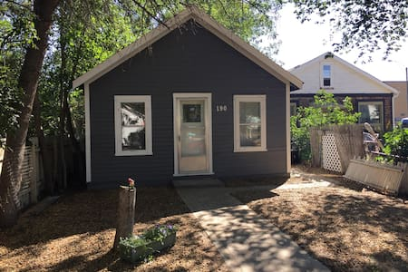 Cozy Downtown House With Shady Yard - Drumheller - Casa