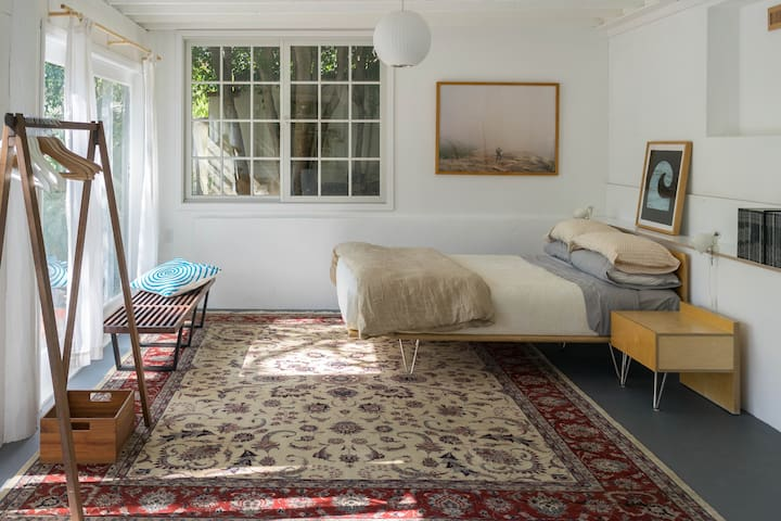 Modern Studio in Central Silverlake