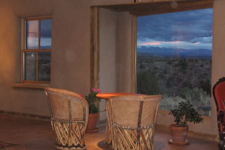 Romantic Getaway Adobe Studio Near Hot Springs - Ojo Caliente - 独立屋
