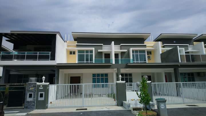 2 Stry 4R3B Fully A/C Sri Gading Batu Pahat Johor