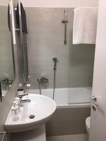 Fiera MilanoCity - Double room with private toilet