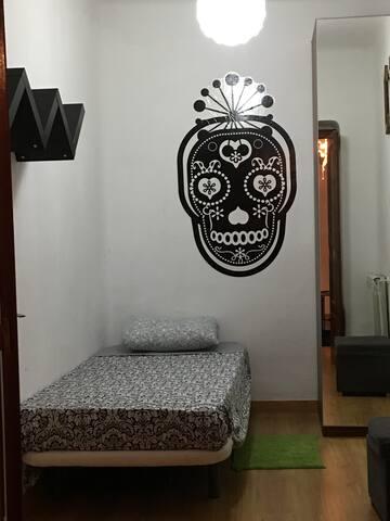 Habitacion Individual cerca Parque Retiro. - Madrid - Apartemen