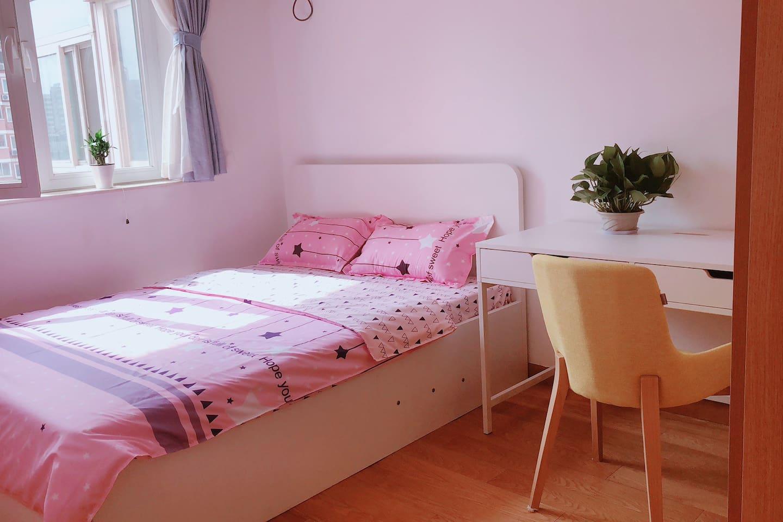 中关村、清华、北大、五道口地铁站旁200米舒适双人床单间