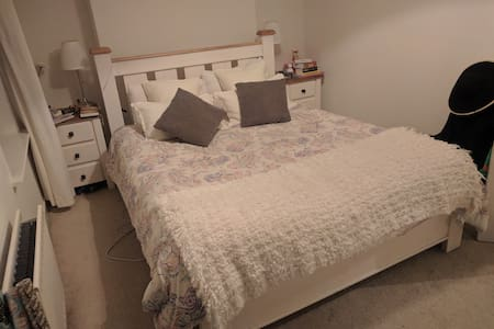 Spacious Bedroom available Grand Canal & Aviva - Ringsend - Ház