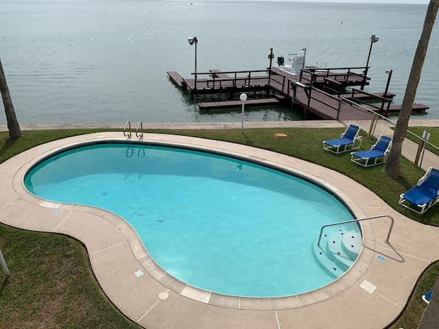 Perfect getaway for 2 Bay-waterfront !Pool & pier