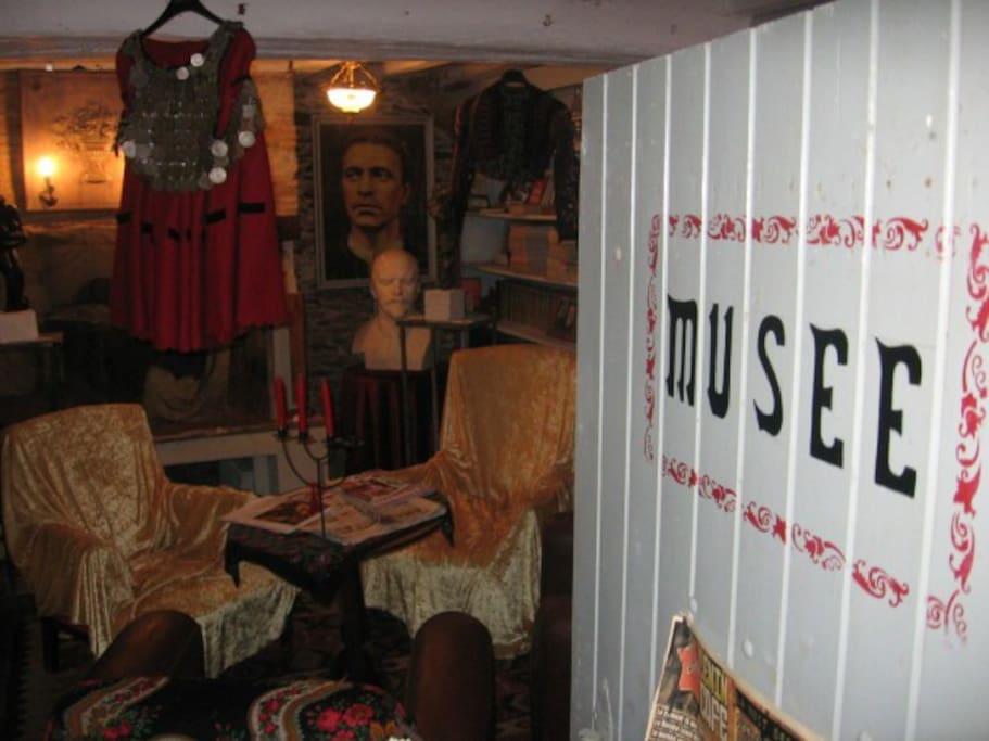 SALON -MUSEE