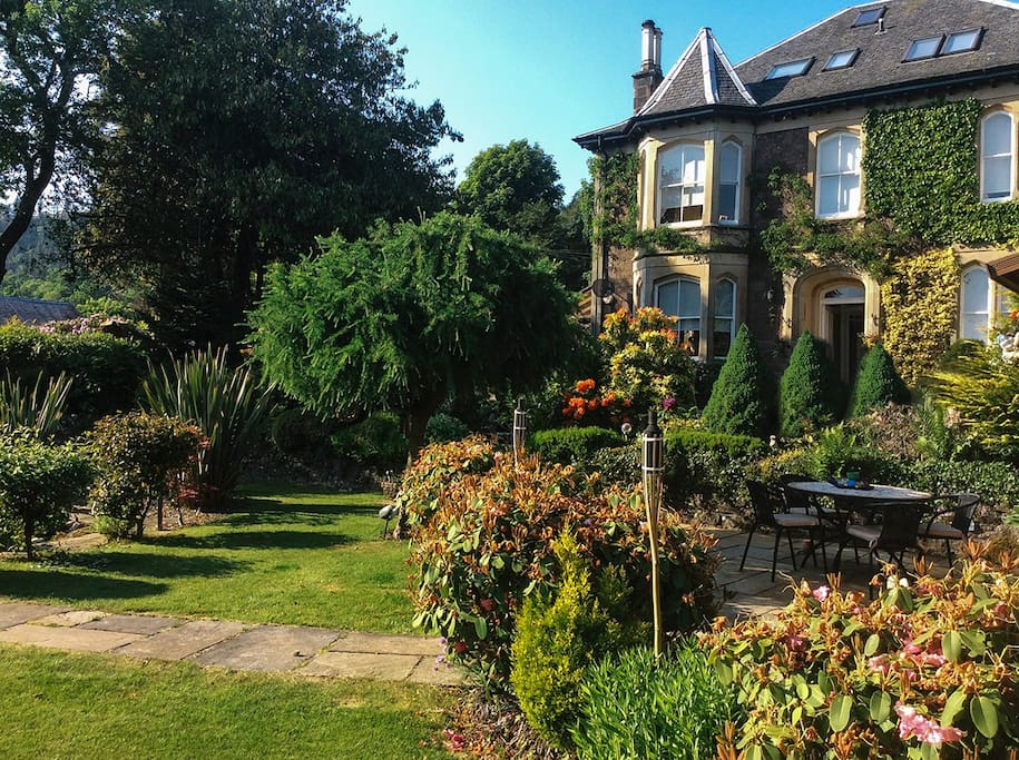 Enjoy the summer days or evenings in our spacious garden. Watch the sun set over Ben Ledi or have your morning coffee and listen to the dawn chorus of birds.