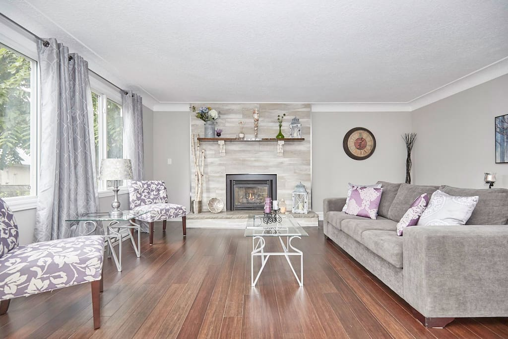 Large living space, great cozy fireplace