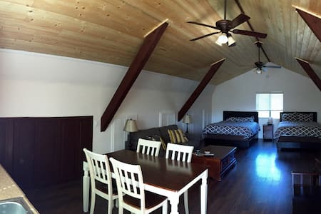 Wine Country Barn Loft - Newly Renovated - Loft