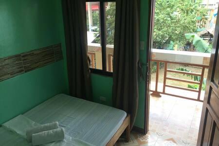 Comfy A/C room within El Nido town - El Nido - Apartamento
