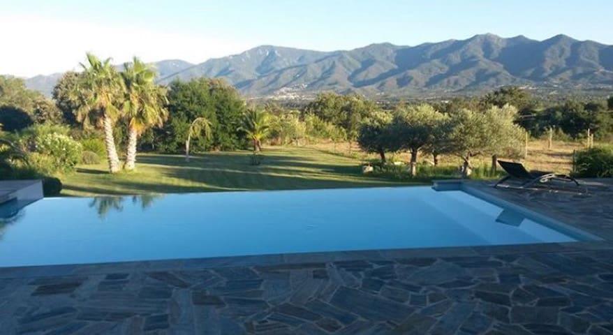 Appartement neuf, piscine et terrasse avec vue
