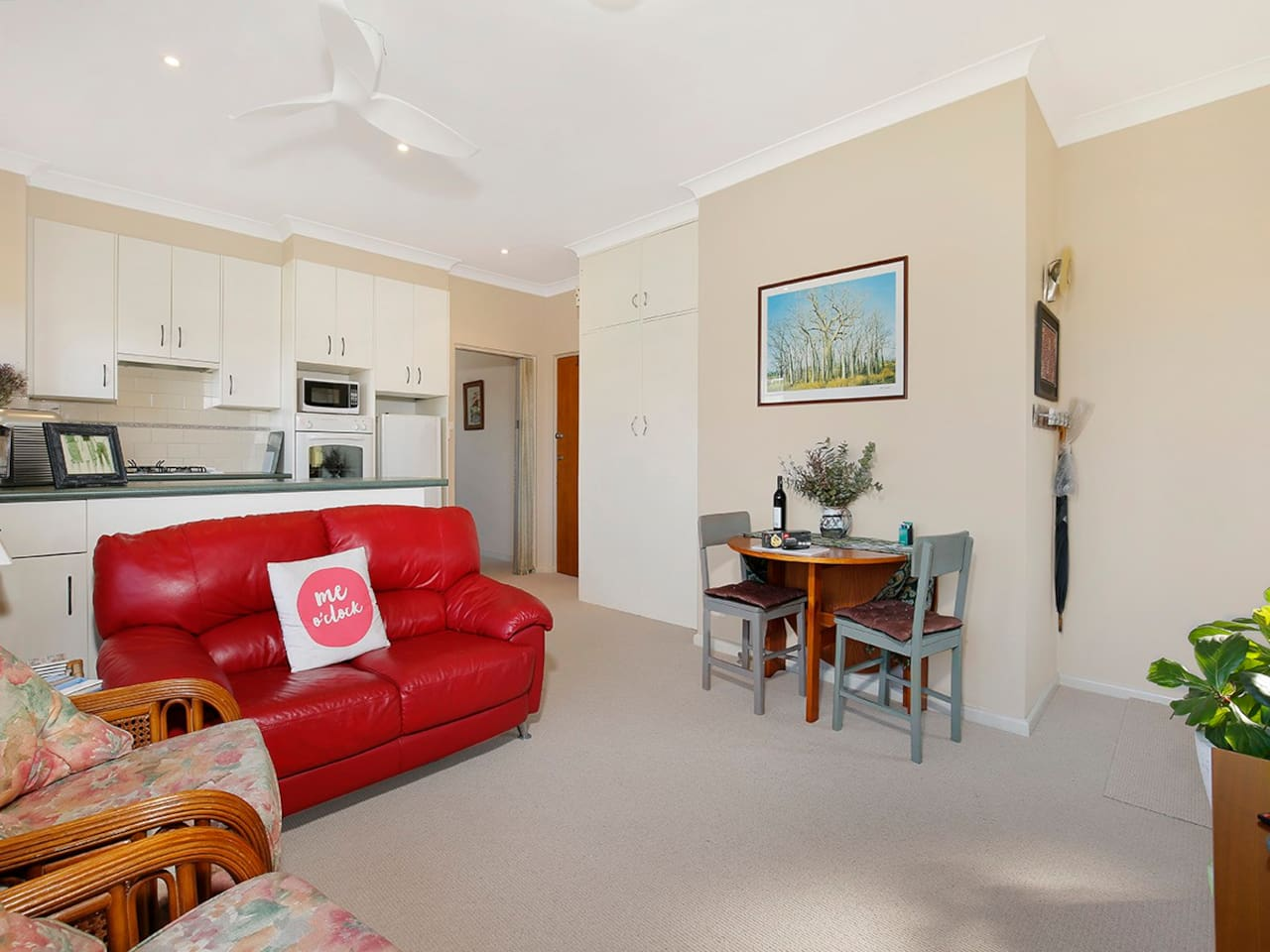 Light filled & airy living room, a perfect sanctuary from the hustle & bustle of city & sightseeing