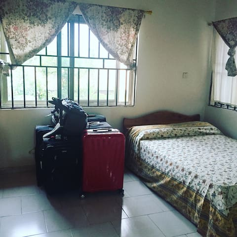 Private room w toilets & bath 10$ - Accra