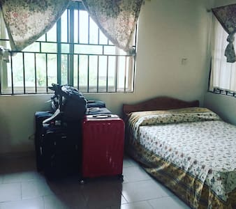 Private room w toilets & bath 10$ - Accra  - Apartment