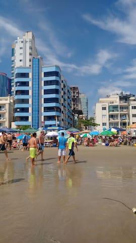 Prédio em frente ao mar :]