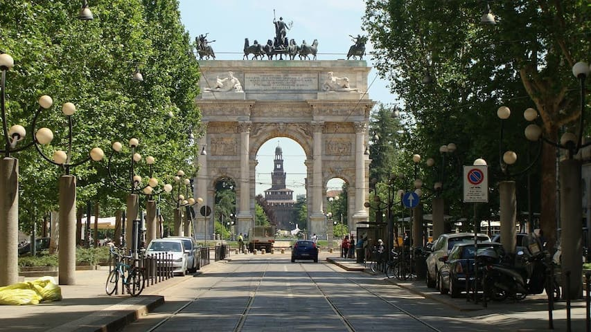 A view on the Arco della Pace - Milán - Byt