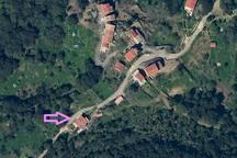 Village calme au milieu de la forêt et du maquis
