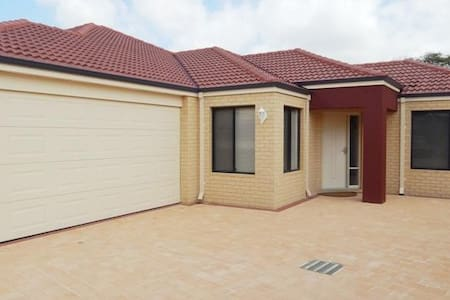 Redroof - Redcliffe - Talo