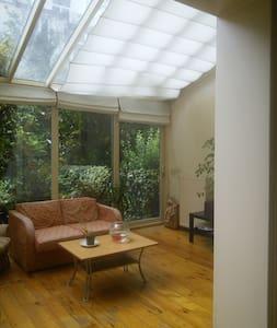 Nice Room in amazing loft living-room & garden - Saint-Josse-ten-Noode - House