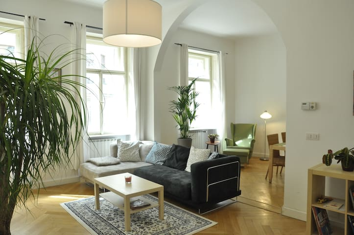 BRIGHT 2 BEDROOM APARTMENT IN CENTER - Prag - Daire