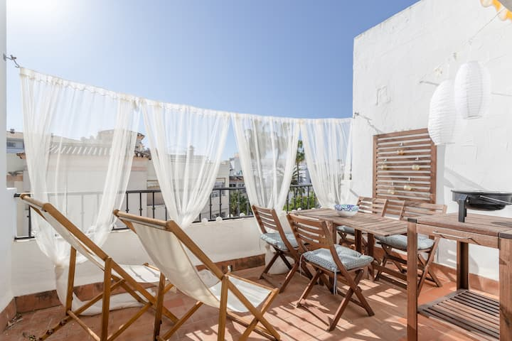 Holiday Apartment AP140 Nerja zona Parador close to the Beach with Sea View, Wi-Fi, Balcony, Terrace & Shared Pool