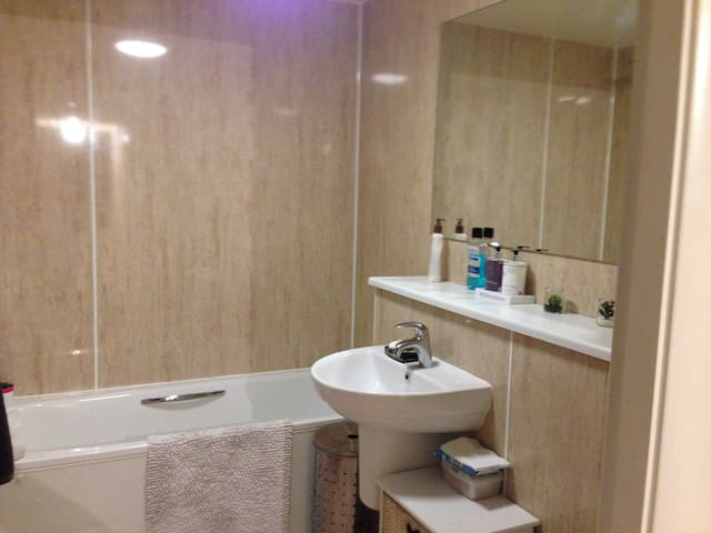 Large double room with on suite shower in bexibees