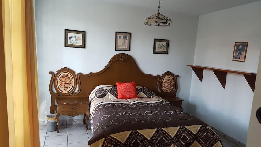 Casa en la Ciudad de México zona residencial grata - Ciudad de México - House