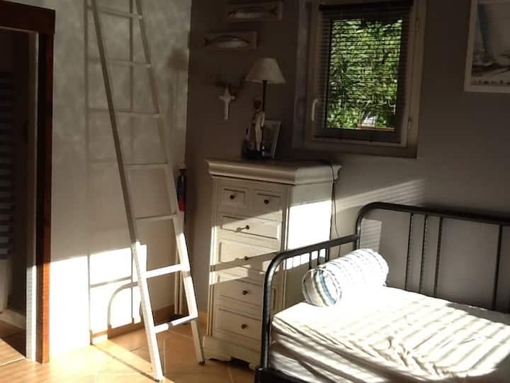 Chambre dans bungalow indépendant , calme garanti
