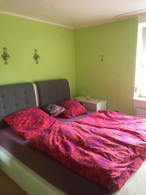Zimmer für Damen und Paare zu vermieten