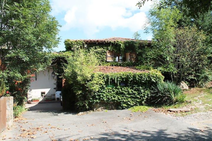 Francis MASSET a rénové une ferme typique des Monts du Lyonnais datant du 19ème siècle.