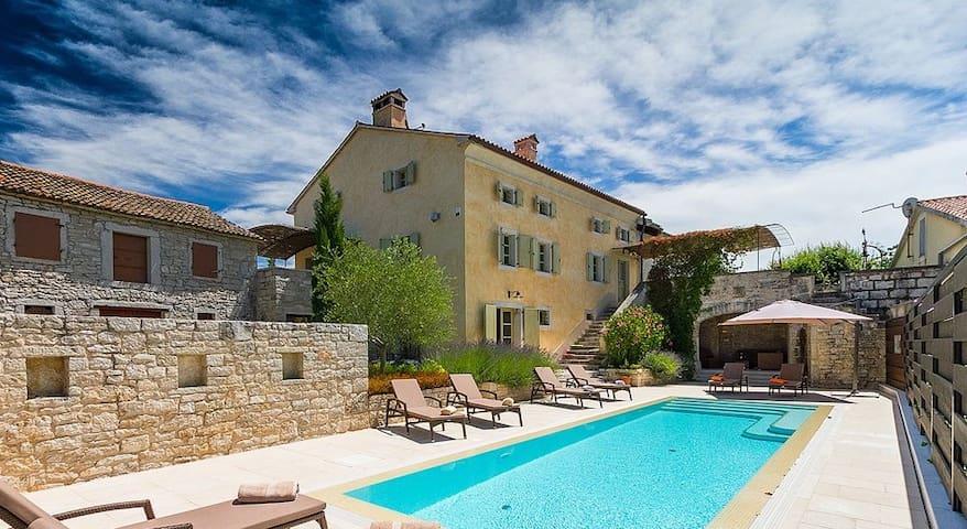 Villa Castello - Tinjan - Dom