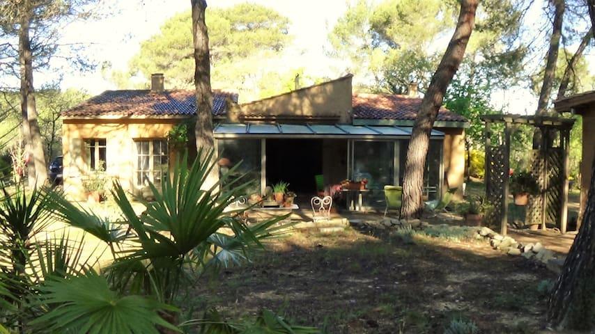 Villa dans pinède provençale, à 1 km de Rognes. - Rognes - Haus