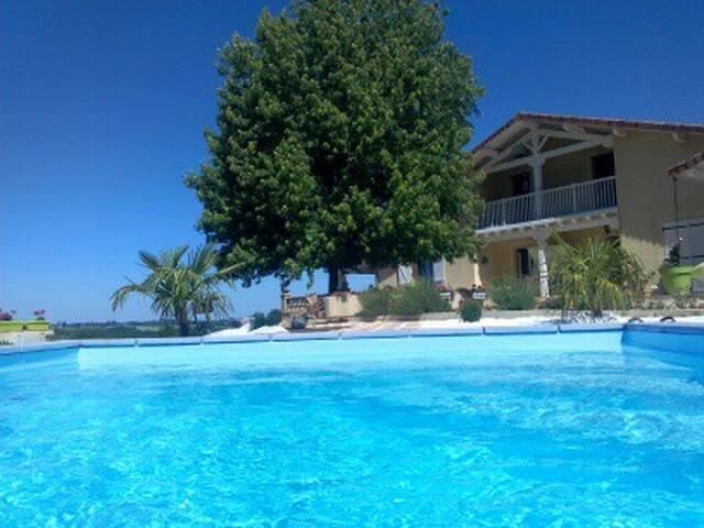 Charmant studio avec piscine chauffée