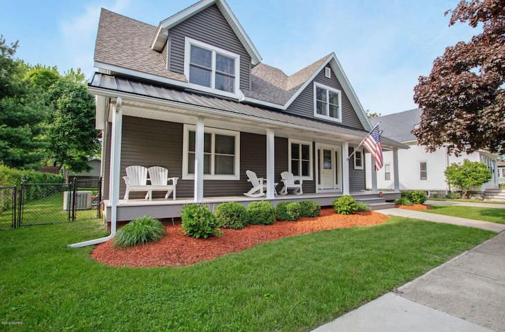 Family Vacation Home two Blocks from Lake Michigan