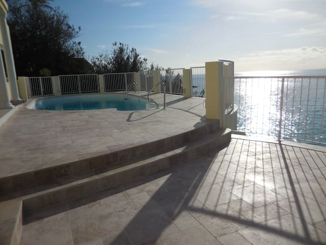 The Cliff -  Luxury Home with pool - Southampton Parish - Casa