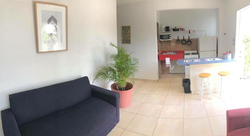 Small Condo / woods / 3 minutes to beach/ Ac /wifi