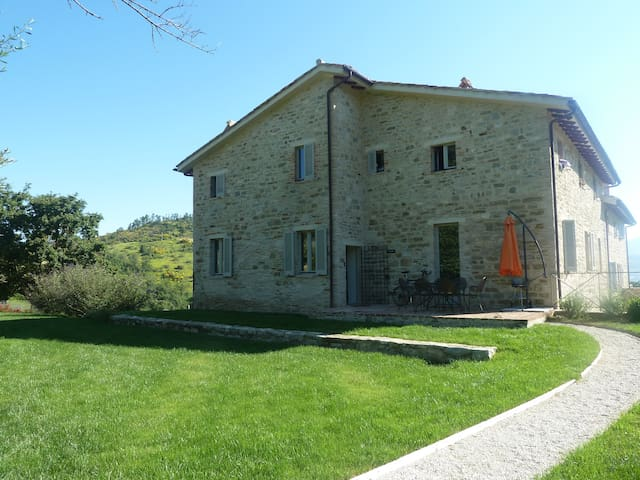 Award winning property in the hills near Gubbio - Gubbio