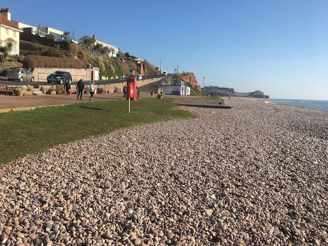 Budleigh Salterton home very near the pebble beach