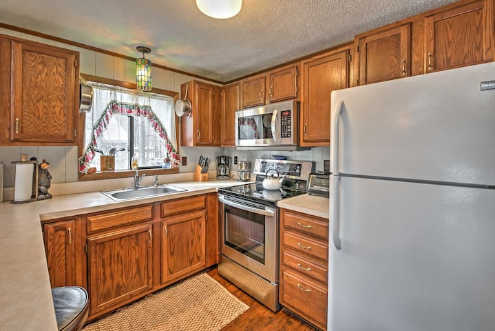 2BR Pocono Lake Chalet in Gated Community! - Coolbaugh Township - House