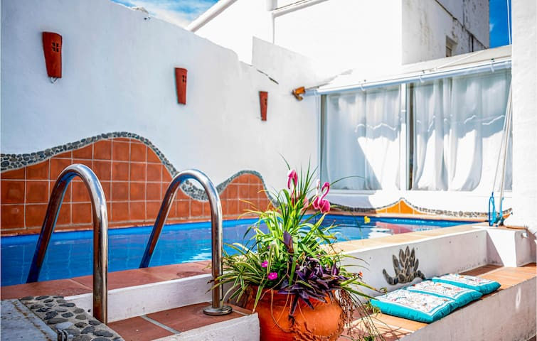 Semi-Detached with 4 bedrooms on 120m² in Sayalonga