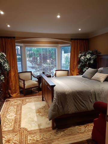 The 'Executive' Suite @ Queen Street Village