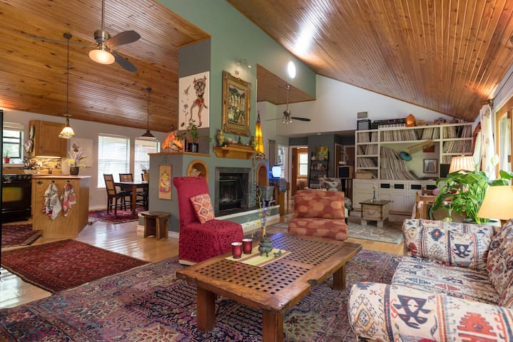 Magical Private Cottage in 1 Acre Park w/ Hot Tub!
