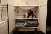 Serviettes, gants et sèche-cheveux (1er)