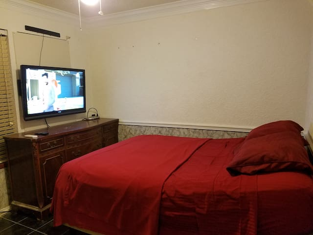 Comfy bed, cozy room, great for business travelers - Cedar Park - Dom